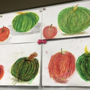 10月年少〜小学生親子の部「カボチャ・リンゴを描く」