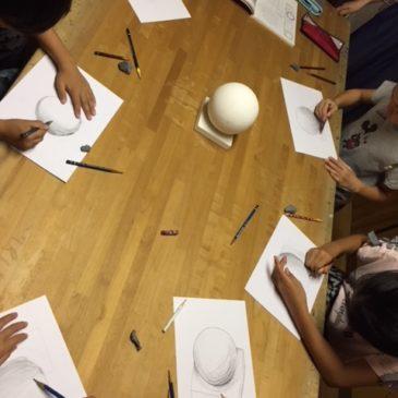 9月年少〜小学生の親子の部「立体を描く・クレヨンスクラッチ」